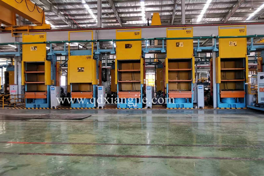 Solid tyre vulcanizing press machine to Vetname